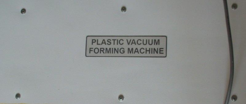 Машина для вакуумной формовки пластика.
