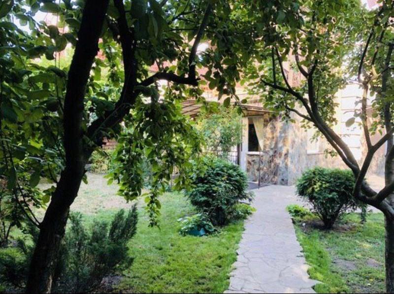 Дом в Киеве, участок 14 соток. Обмен