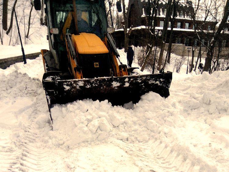 Уборка снега с вывозом в городе Киев.