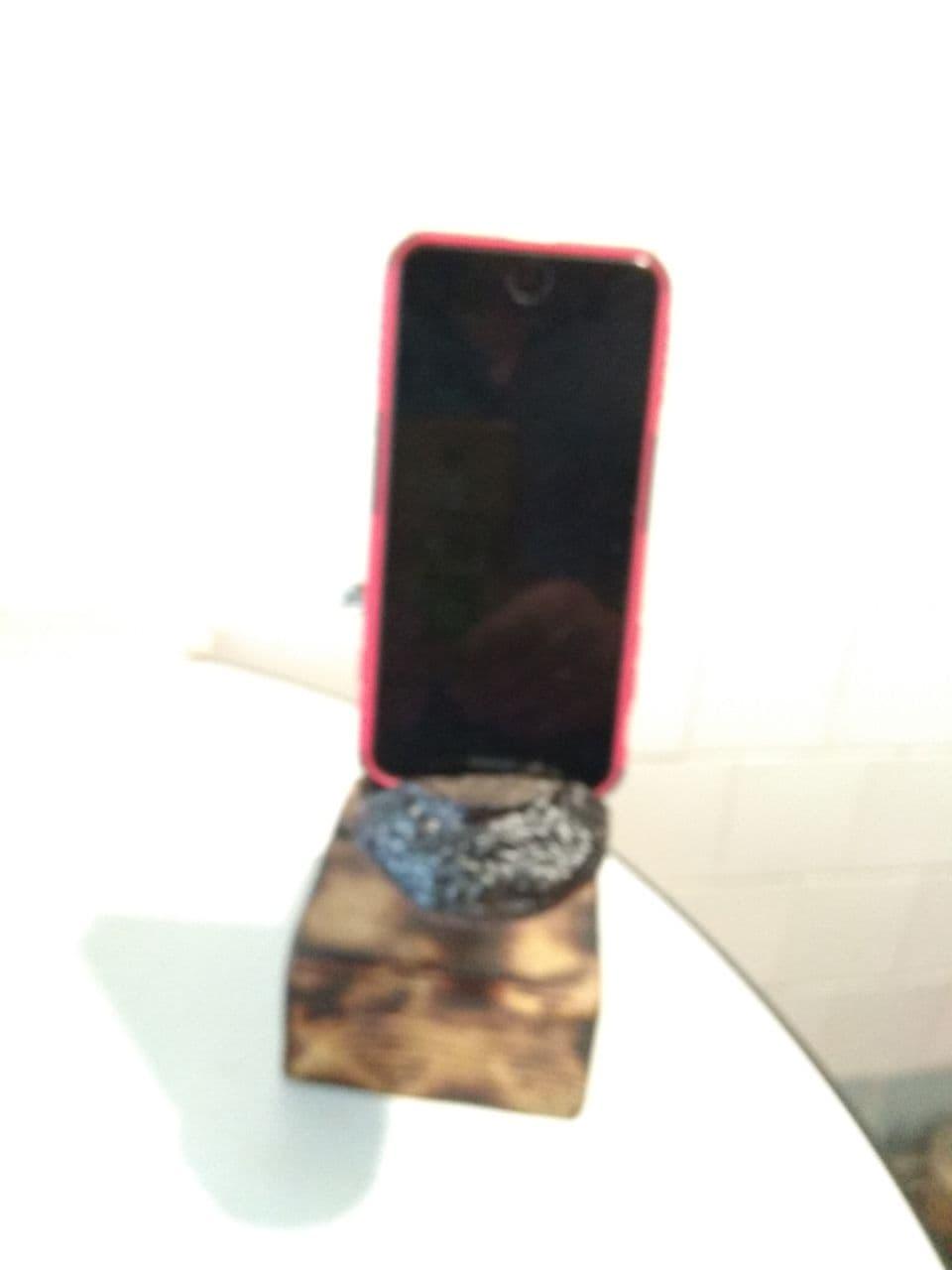 Підставка для мобільного з дерева